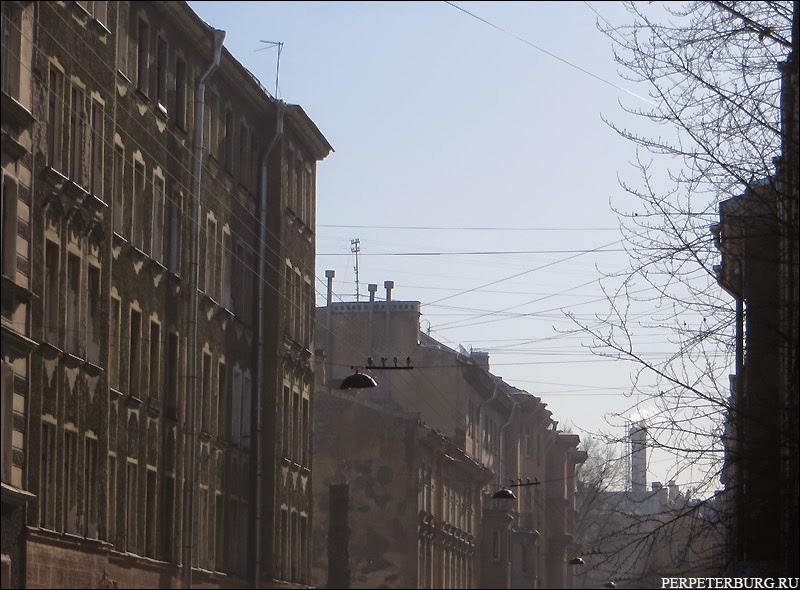 Утро на улицах Петроградской стороны Санкт-Петербурга
