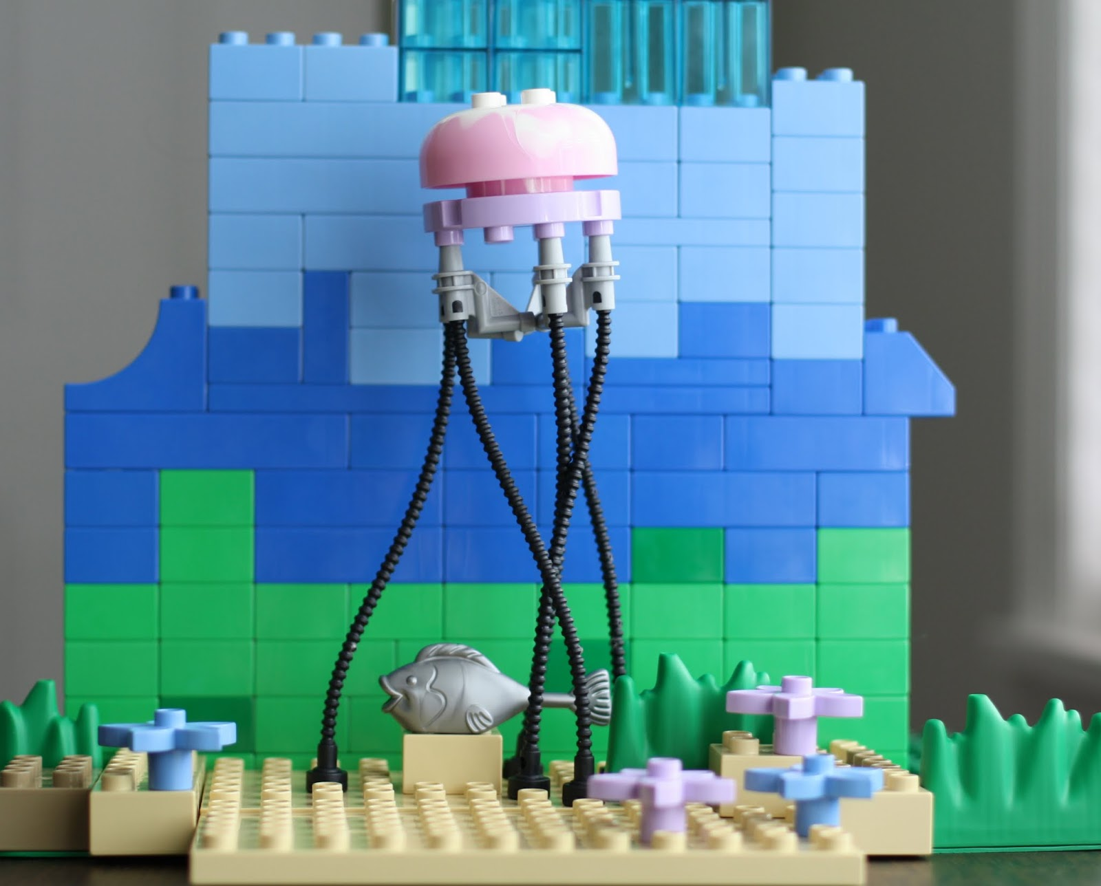 Bricker - Pièce LEGO - jellyfish Jellyfish, Trans-Light Blue Top ...