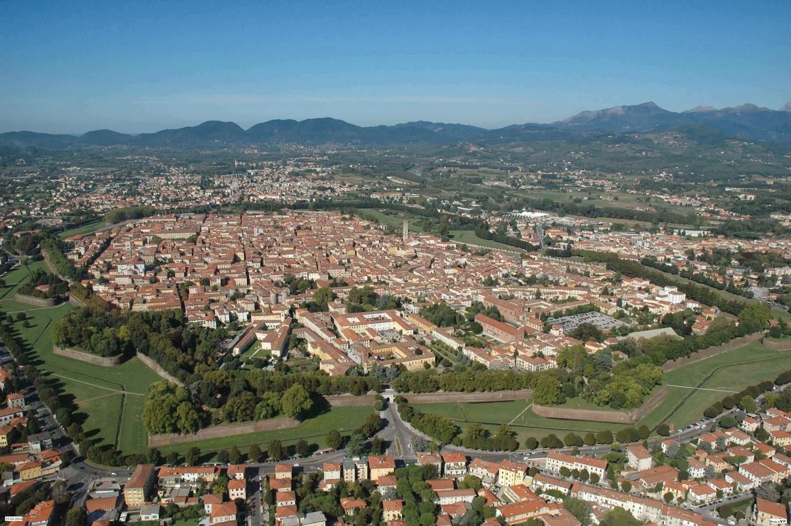 Panorámica de la ciudad de Lucca en la Toscana italiana