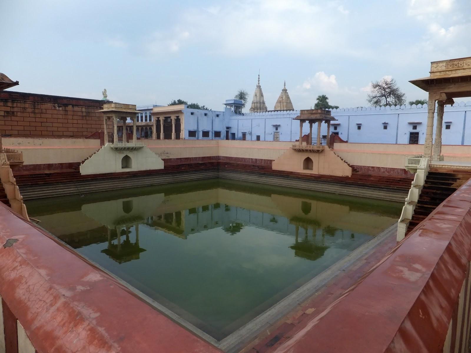 водоем на территории храма