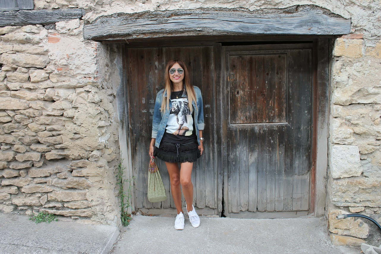 Bustio, Eleven Paris, Ba Bye, Shorts, Looks Travel, Summer, Holidays, Fashion Blogger, Street Style, Cool, Outfit, Blog de Moda en Cantabria, Asturias, Sneakers, Carmen Hummer