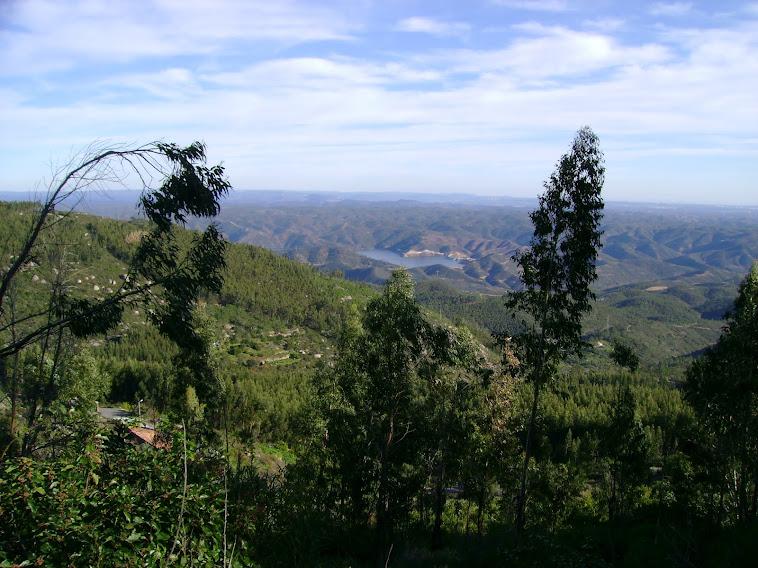 Encosta sul da Picota com vista para a Barragem de Odelouca