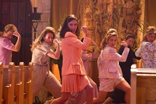 ROCK OF AGES Alec Baldwin Catherine Zeta-Jones Julianne Hough Malin Åkerman musical Russell Brand Tom Cruise tetek besar seks melayu asrama kampung ustazah kongkek pantat ketat