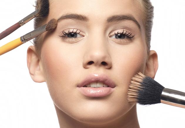 Mỹ phẩm không có tác dụng trị nám da và tàn nhang, mà chỉ giúp làm mờ các vết sạm