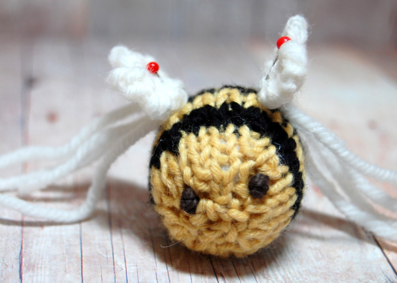 Bumble Bee Knitting Pattern : Sweet Bauer Knits: Bumble Bee Knitting Pattern