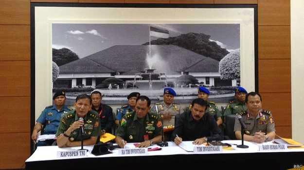 Pejabat penerangan TNI dan polisi mengumumkan hasil investigasi insiden bentrokan di Batam