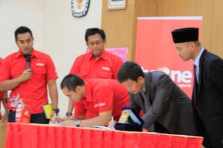 Penandatangan MOU antara KPU Provinsi Jawa Barat dengan TVOne, dalam rangka PILGUB JABAR 2013