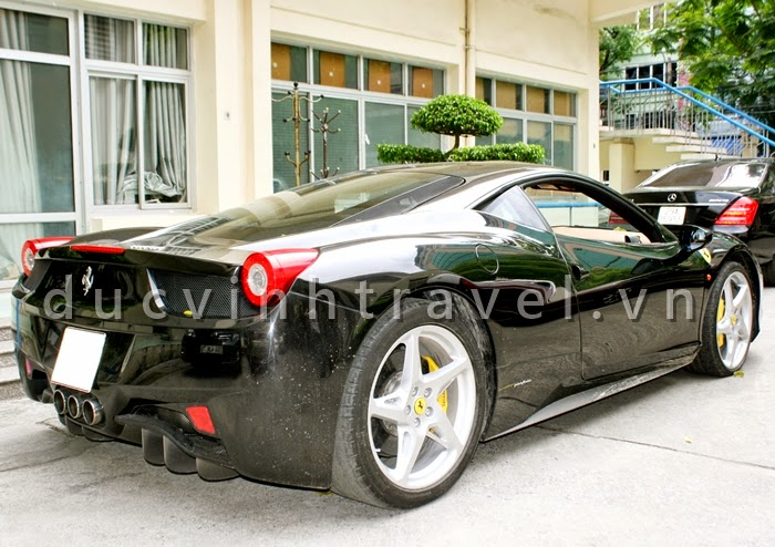 Cho thuê siêu xe cưới Ferrari 458 Italia Đen đời mới 2