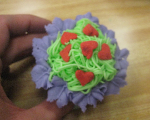 how to make icing look like grass on a cupcake