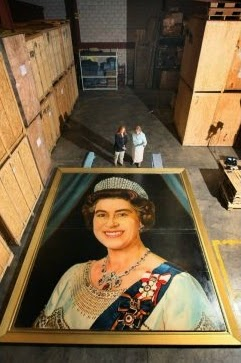 http://www.thestar.com/news/canada/2011/05/26/from_warehouse_to_winnipeg_portrait_of_queen_may_be_heading_home.html