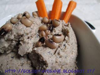 aglio, Antipasti, burro di arachidi, fagioli occhio, gomasio, legumi, lievito alimentare in scaglie, paprika, piselli, ricette vegan, salvia, tahina,