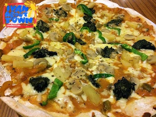 Laing Pizza at Small Talk Cafe, Legazpi City, Albay