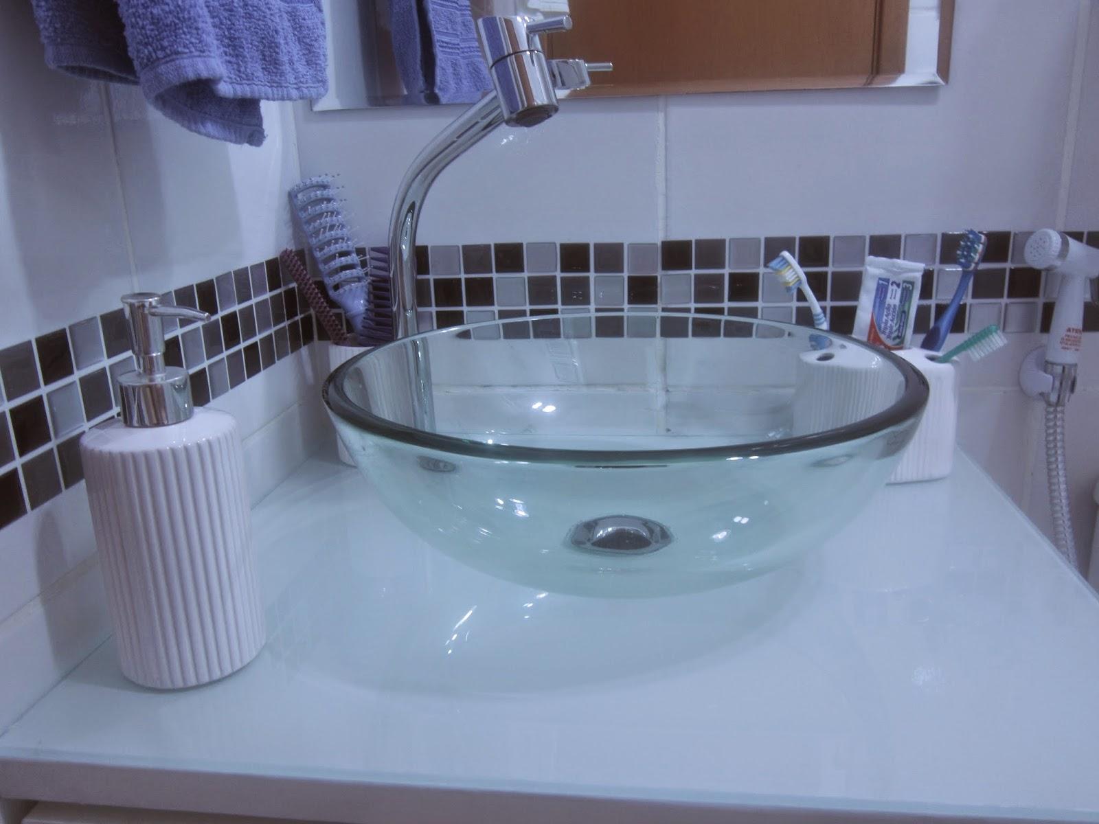 itens de cerâmica na pia são de um kit comprado nas Lojas Americanas  #3C548F 1600x1200 Balança De Banheiro Na Lojas Americanas