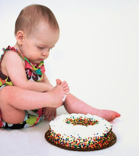 Foto bayi belepotan saat ulang tahun pertamanya