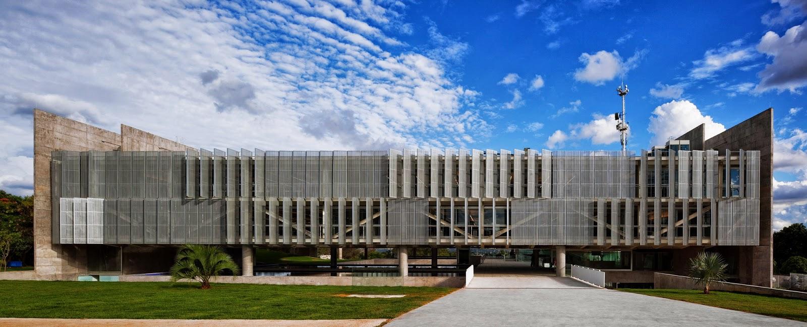 Arquitectura zona cero patio cielo encauzado sede de for Parasoles arquitectura
