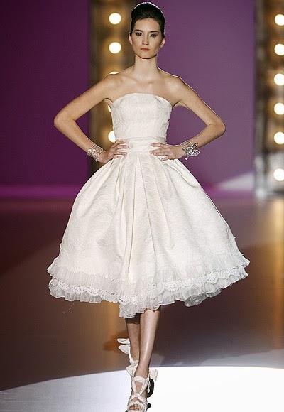 "<Img src = ""21357-a.jpg"" alt = ""vestido novia corto"">"