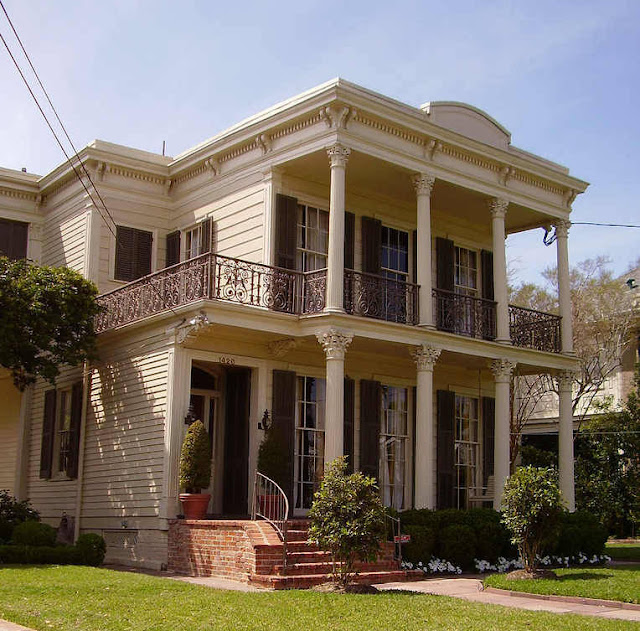 The deco blog louisiana plantations for Louisiana style home designs