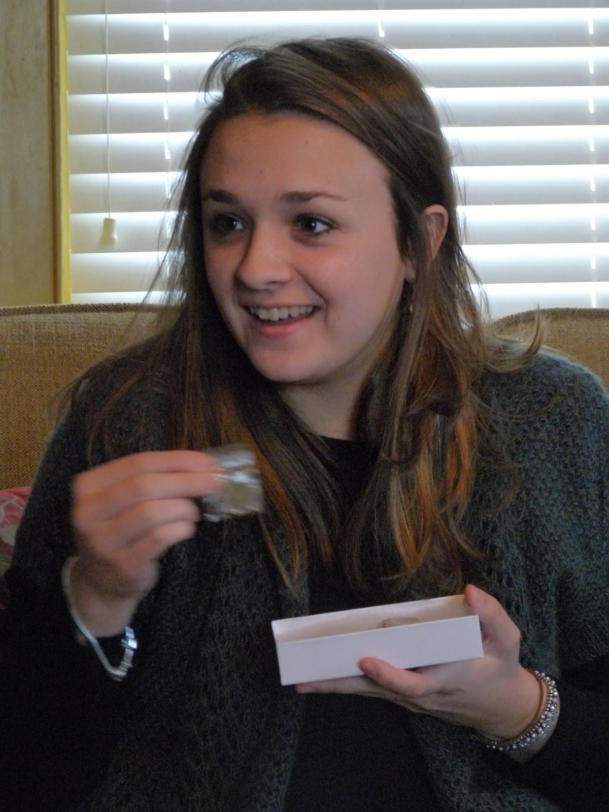 Русскую студентку подарили на день рождения смотреть онлайн 9 фотография