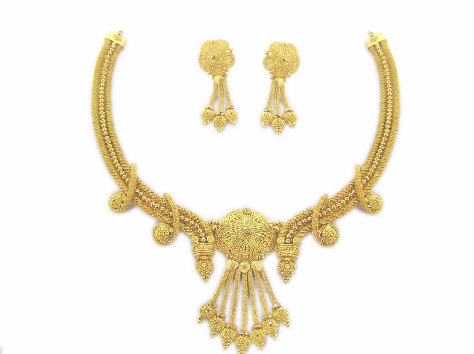 In Ancient Greece, delicately made gold necklaces created with repouss The Edwardian era saw a resurgence of pearl necklaces, in addition to a dog-collar style of necklace made of gold or platinum with inset diamonds, emeralds, or rubies.