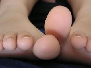 Τι σημαίνουν οι λευκές κηλίδες στα νύχια μας - Είναι άραγε σημάδι έλλειψης ασβεστίου