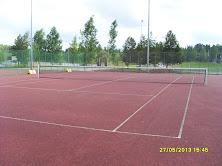 Tenniksen alkeiskursseja järjestetään tilausten mukaan eri tenniskentillä