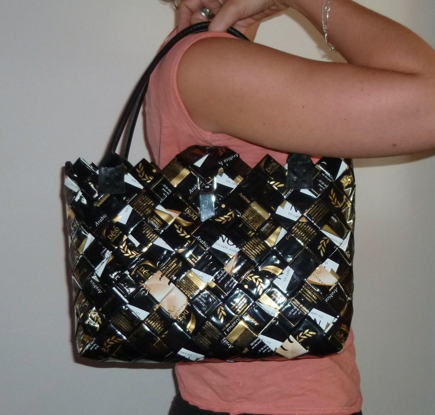 Longchamp bricole nos sacs en paquets de caf - Comment faire des paquets cadeaux ...