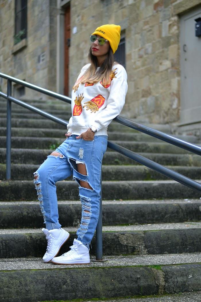 look felpa e jeans