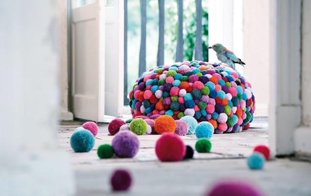 pom pom pouf colours