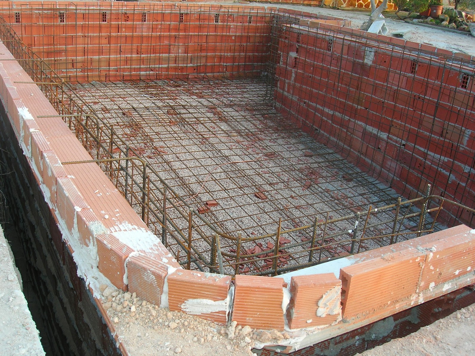 Construide ejecuci n de una piscina proceso y ejemplo for Ladrillos para piletas