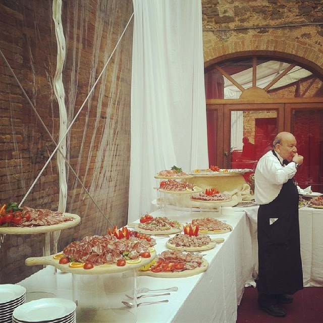 The buffet and a hungry waiter at Benvenuto Brunello 2014