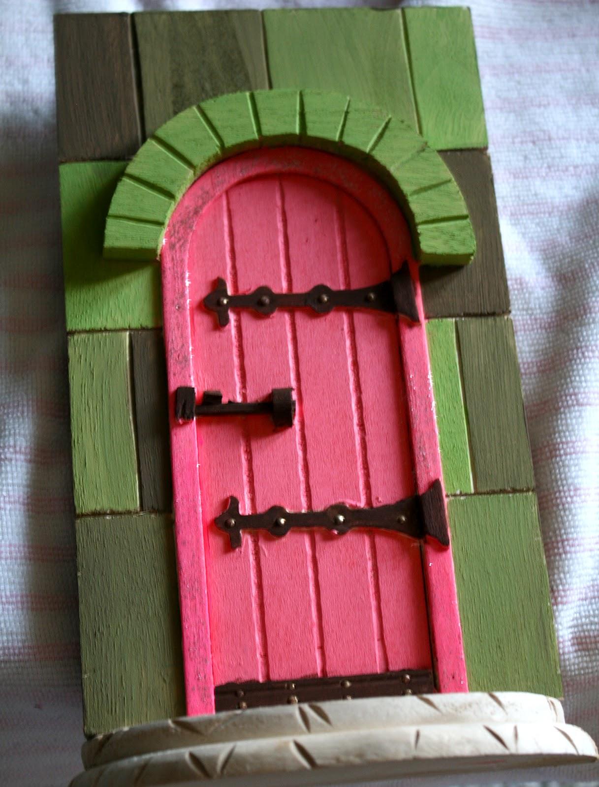 La vie diy diy fairy doors for Homemade elf door