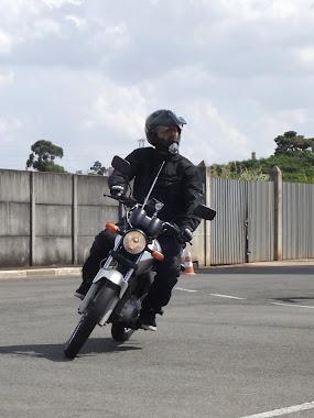 Marcelo, com sua CG 150. Pilotagem suave conhecendo seus limites. Parabéns!