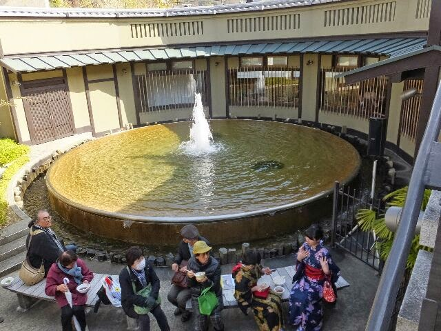 東山区清水寺門前の「第41回順正ゆどうふ食べくらべ大会」が開催された。