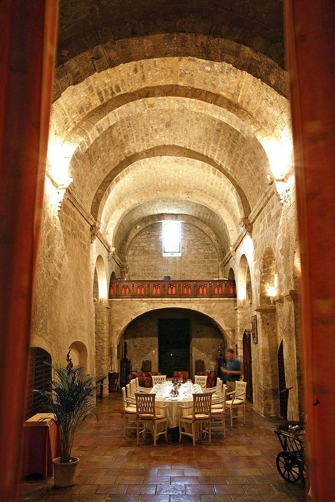 L 39 instant resto abbaye de sainte croix 13 300 for Abbaye de st croix salon