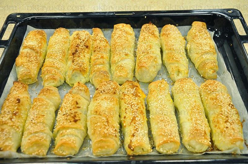 Ispanaklı Peynirli Börek Tarifi Kolay Yapımı