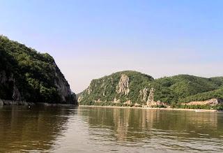 Danube River: Kazan Gorge photo; Cazanele Dunarii- Poza, fotografie
