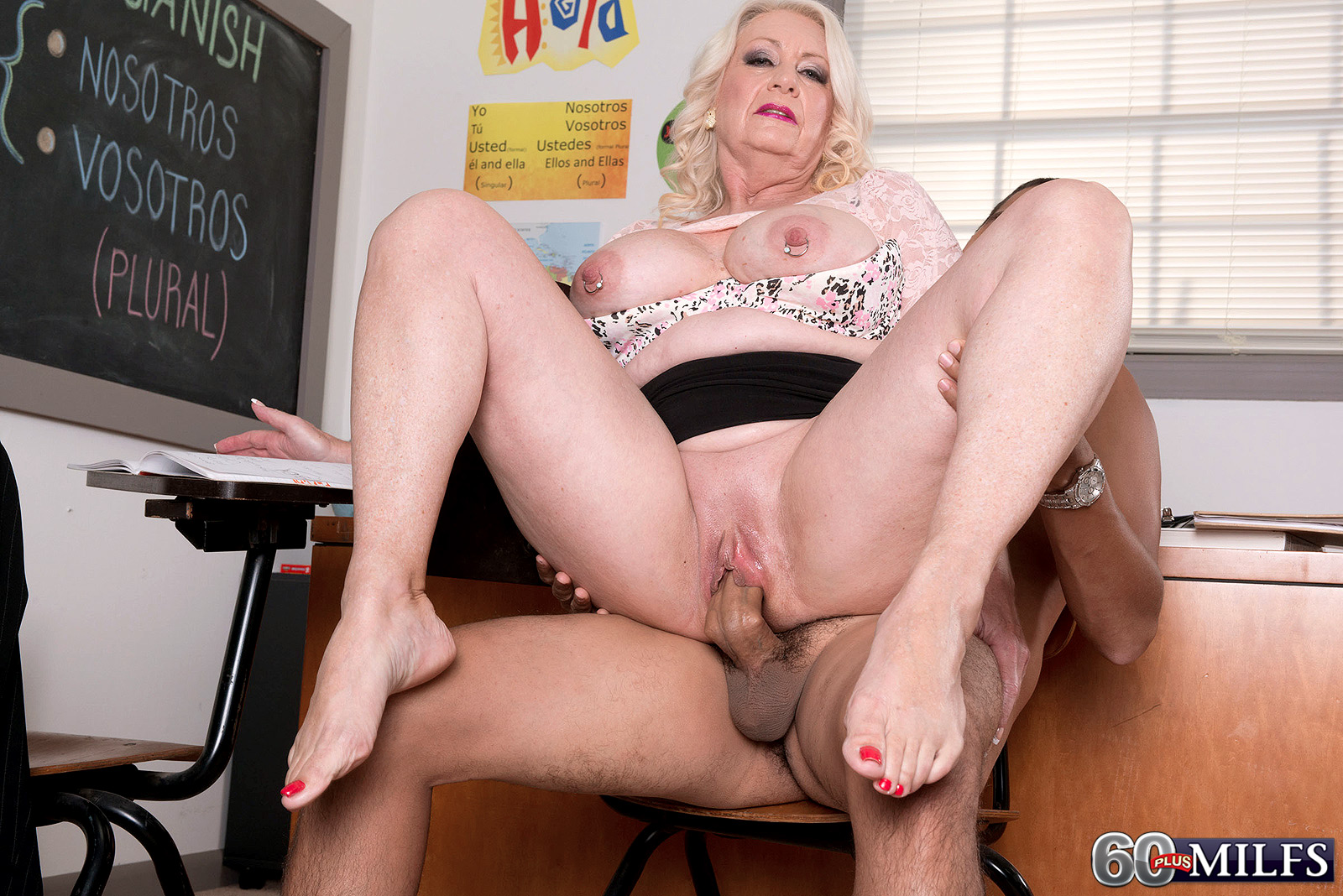 Wet amateur blonde toys herself to