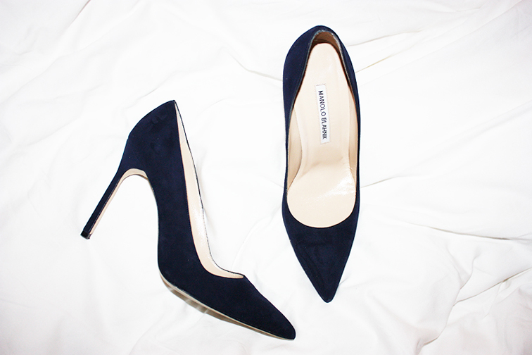 Manolo Blahnik navy suede BB pumps