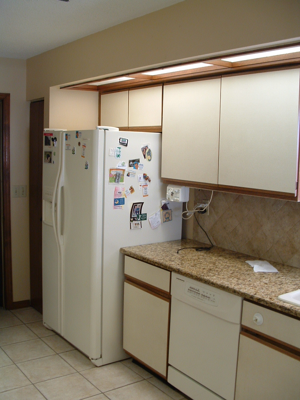 over the years they had gotten new counters appliances   as they broke  and added a backsplash but everything else is original to the house when the     all things harrigan  1980 u0027s kitchen makeover  rh   allthingsharrigan blogspot com