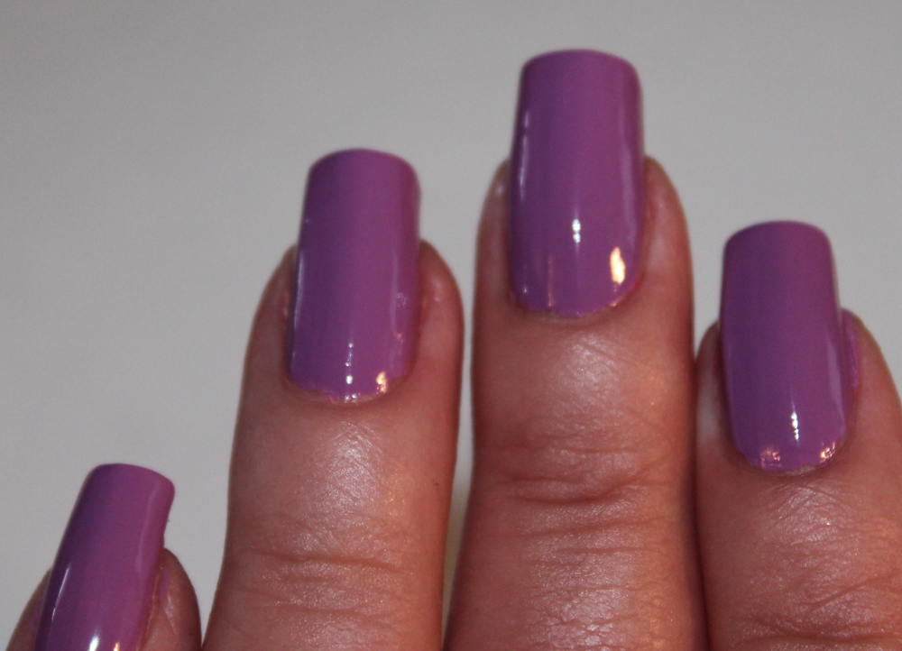 Light purple nails