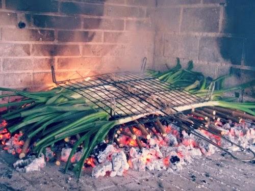 Calçots en el fuego