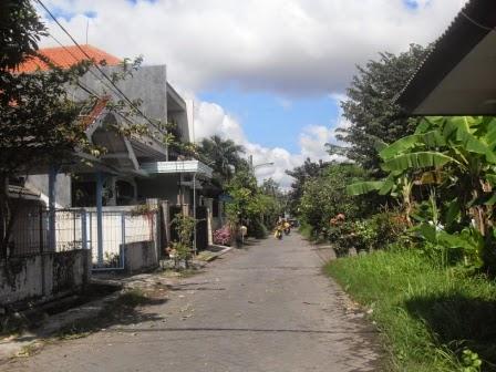 Jalan utama Graha Sunan Ampel 1 Wiyung