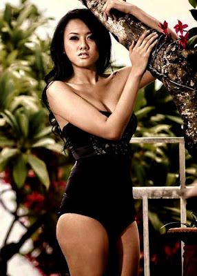 Devi Iriyanti in Sexy Bikini