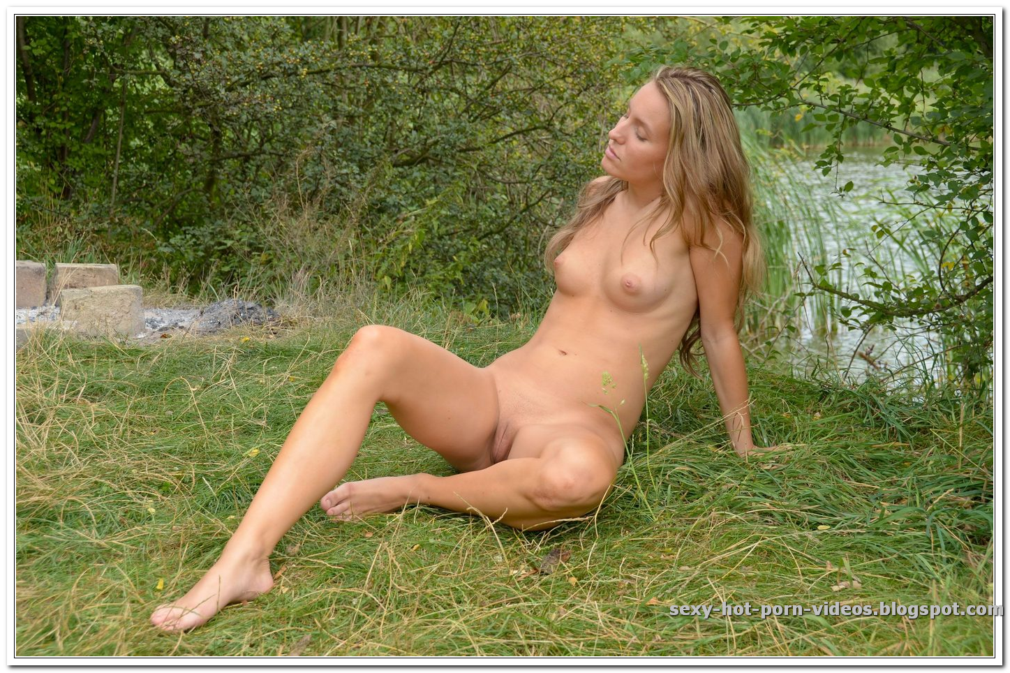 outdoors hot girl pussy