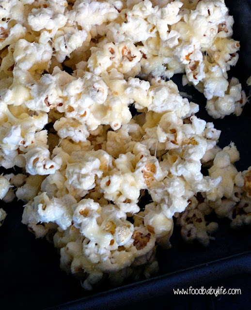 Snow White Popcorn Treats © www.foodbabylife.com