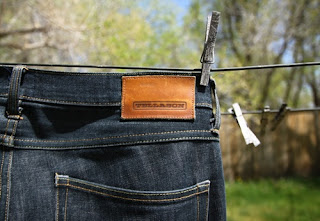 10 Tips Merawat Jeans Agar Tidak Memudar