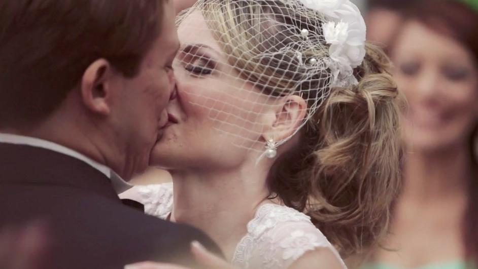 casamento-bianca-toledo-felipe-heiderich-beijo