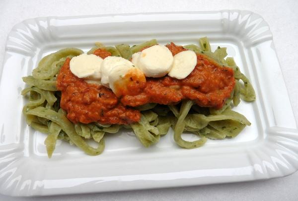 Pasta, Bärlauch, Mozzarella,Tomaten