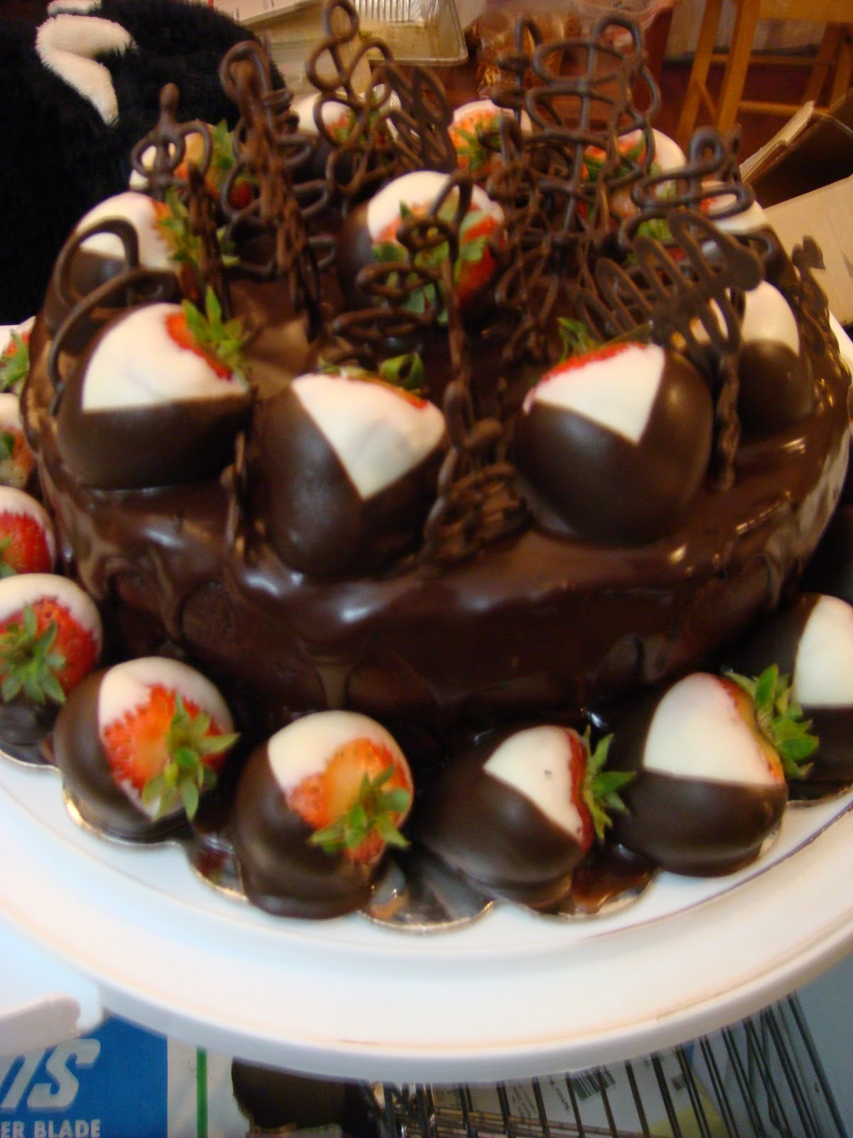 ... Cupcakes: Chocolate Ganache Cake with Chocolate Covered Strawberries