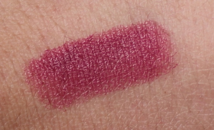 mac captive lipstick swatch